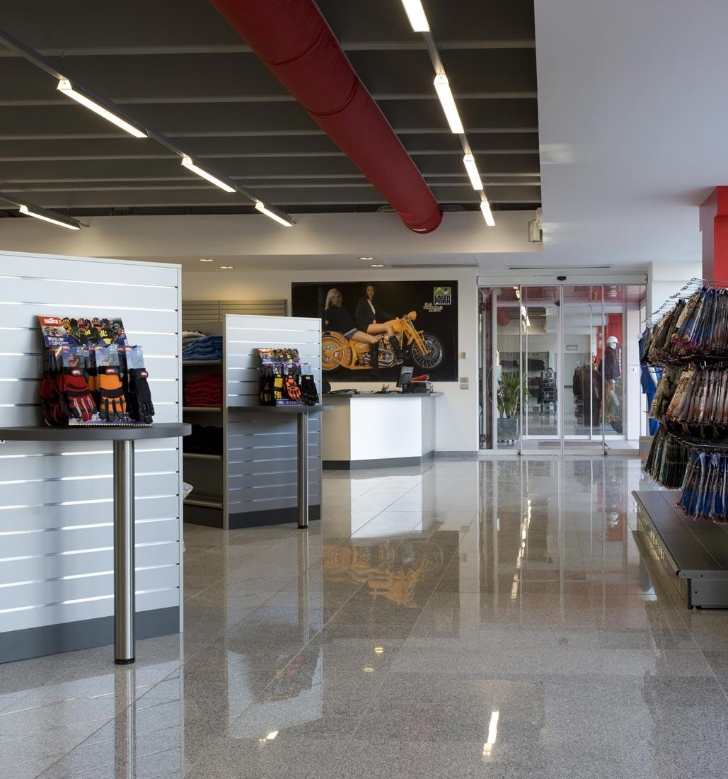 progettazione e arredamento su misura per negozi arredo 3