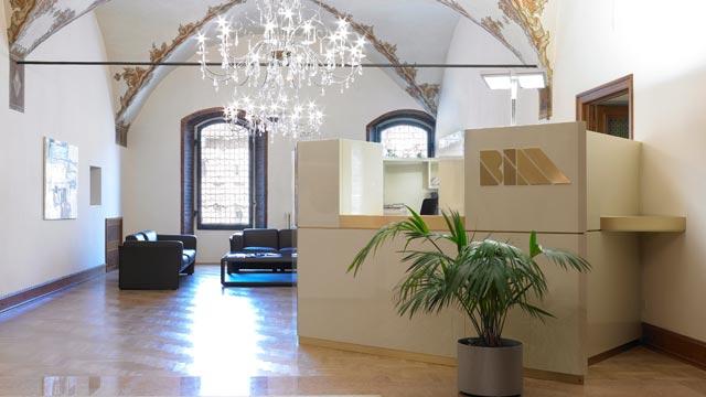arredamento bancone reception hotel albergo ufficio