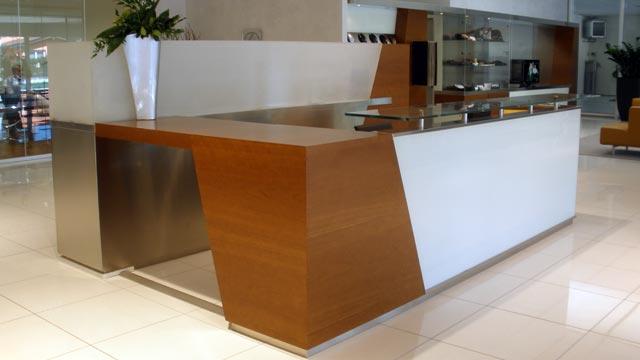 Arredamento bancone reception hotel albergo ufficio for Arredo reception